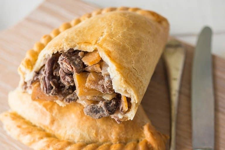 Cornish pasty - món bánh kẹp thịnh soạn