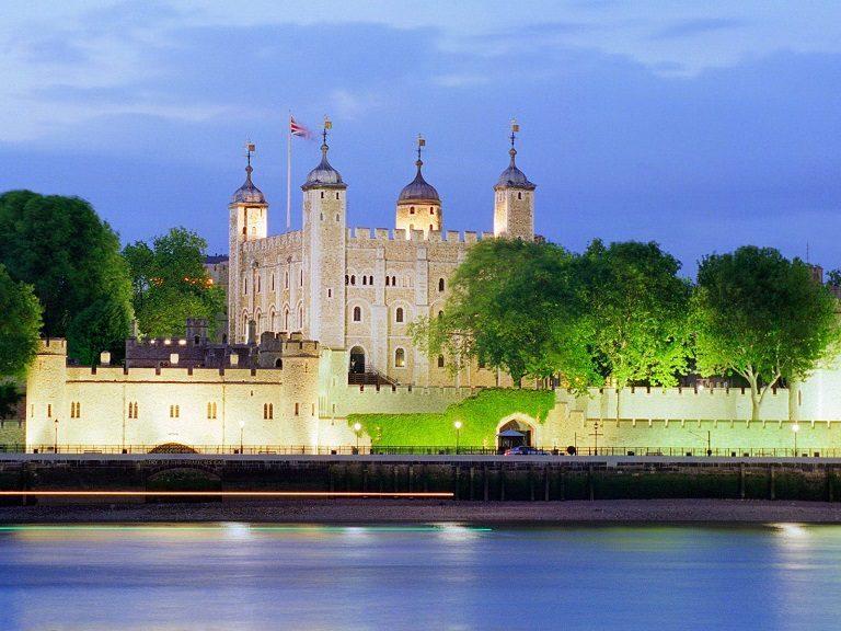 Tháp London - địa điểm du lịch tại Anh