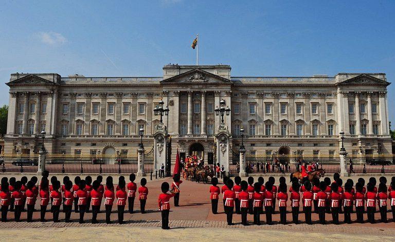 Điện Buckingham - địa điểm du lịch tại Anh
