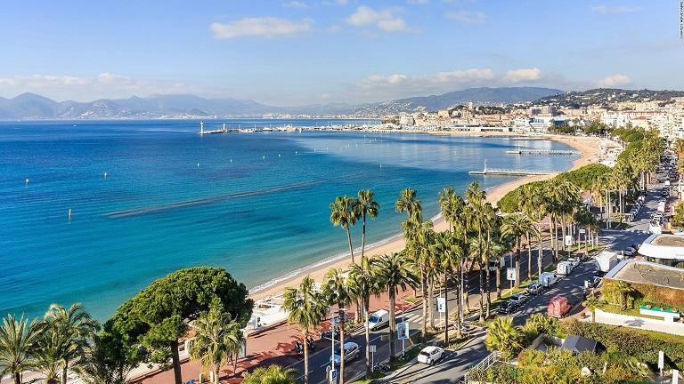 Du lịch Cannes mùa Hè rất thích hợp để đi biển