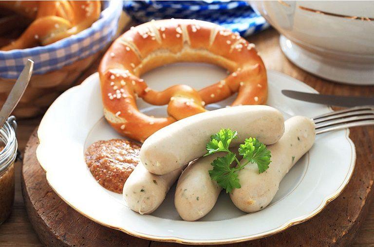 Du lịch Châu  u nên ăn gì? - Xúc xích trắng của Đức