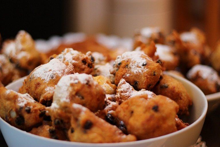 Bánh Oliebollen - bữa tiệc đón năm mới