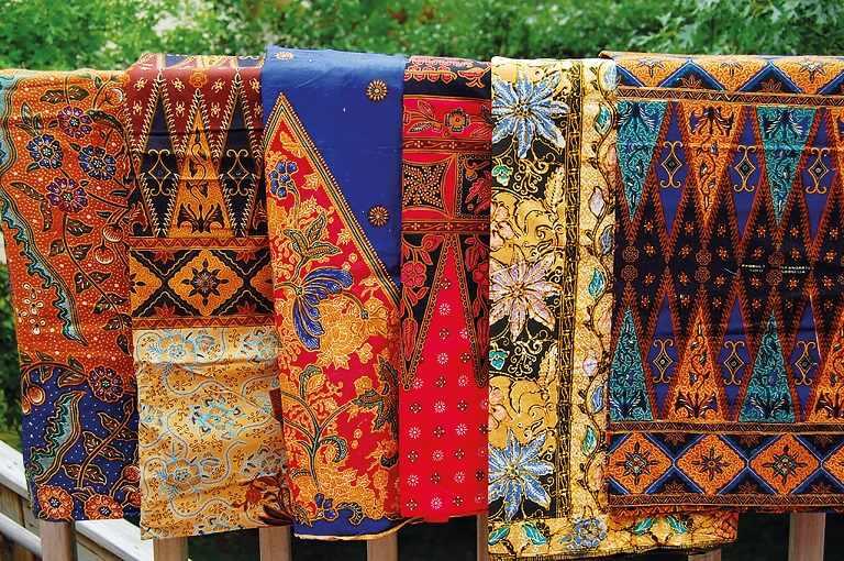 Du lịch Indonesia mua gì về làm quà - Sarong