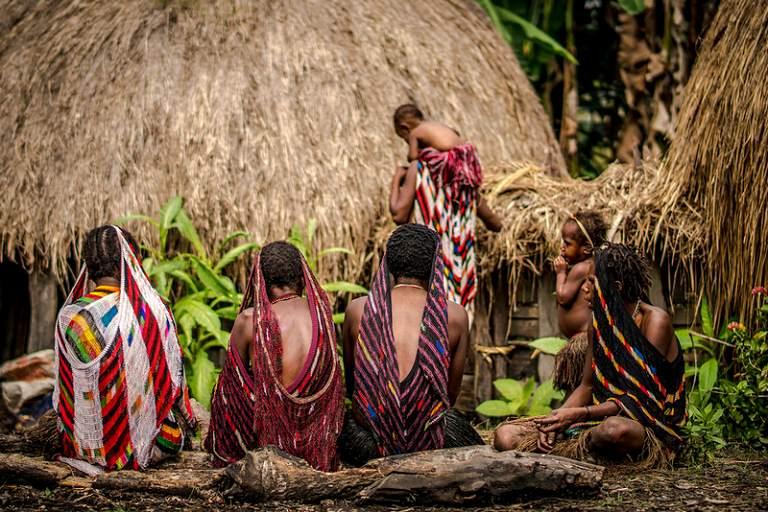 Du lịch Indonesia mua gì về làm quà - Túi Noken