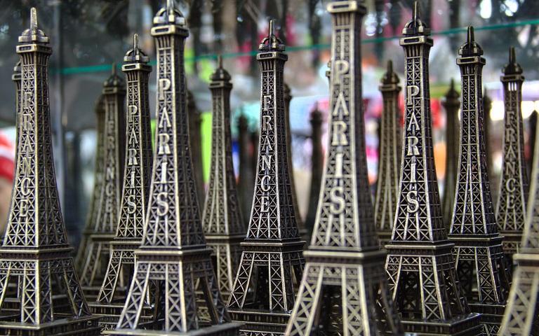 Những món quà lưu niệm của Pháp có thể mang về làm quà