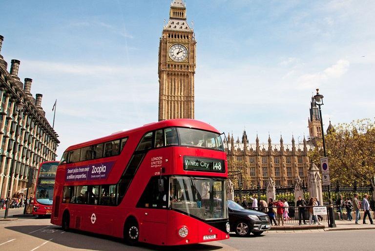 Xe bus - phương tiện di chuyển của Anh