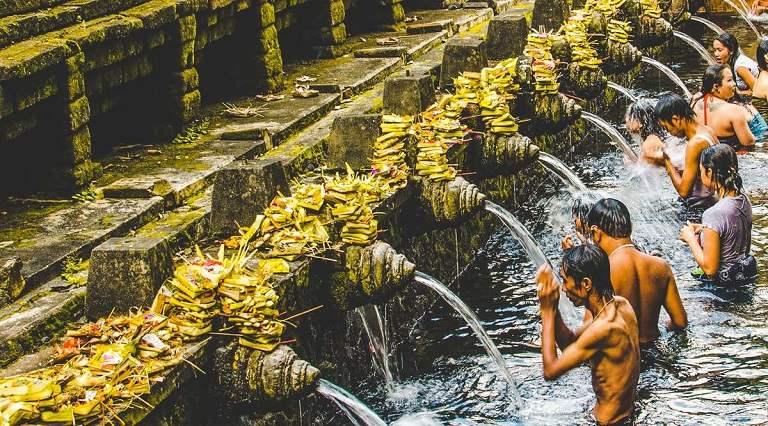Kinh nghiệm du lịch Bali - Đền Pura Tirta Empul