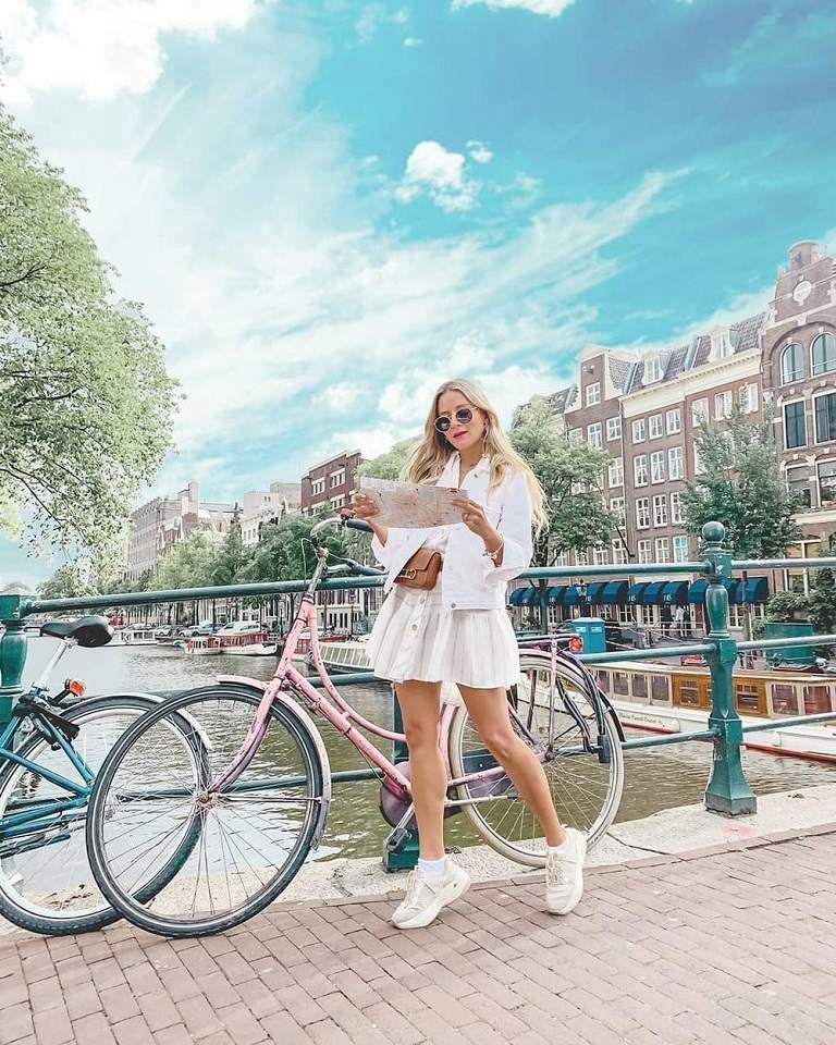 Khám phá châu Âu bằng chiếc xe đạp xinh xắn