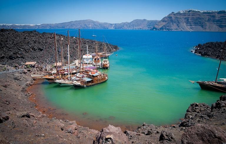 Kinh nghiệm du lịch Santorini - Núi lửa Nea Kameni