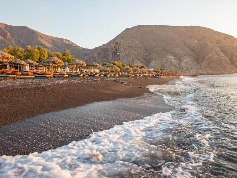 Kinh nghiệm du lịch Santorini - Bãi cát đen