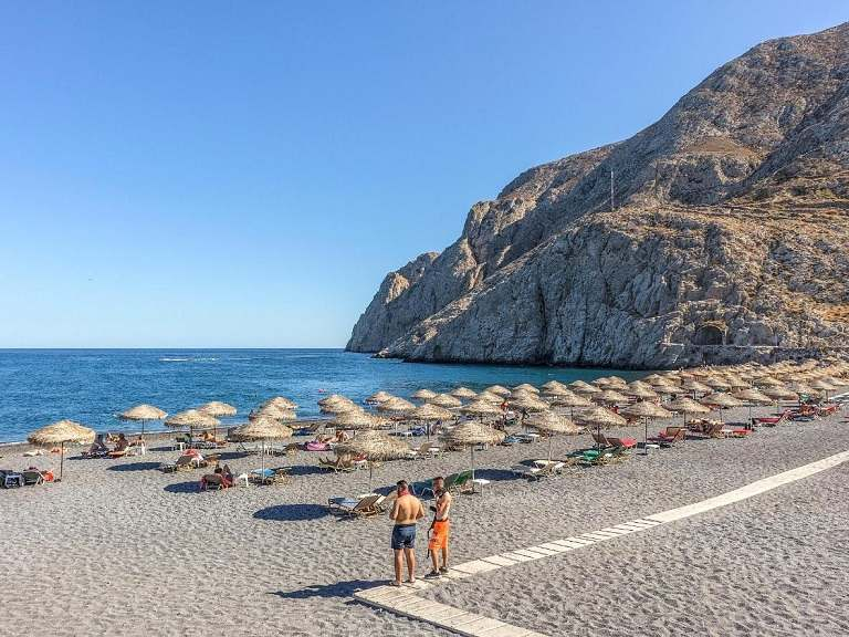 Mùa hè - Santorini  trở thành thiên đường nghỉ dưỡng, tránh nóng