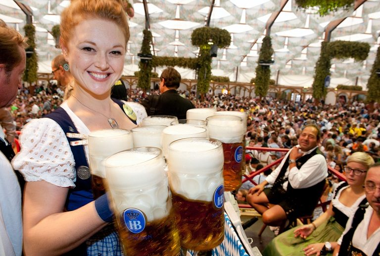 2 lễ hội bia nổi tiếng nhất của Đức là Oktoberfest và Cannstatter Volksfest