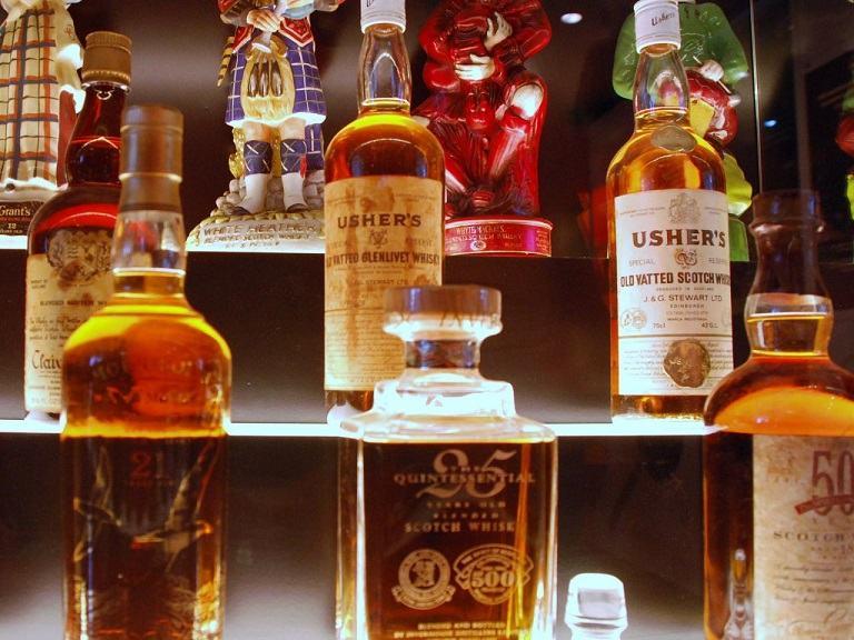 Rượu Whiskey Scotland và Cocktail London