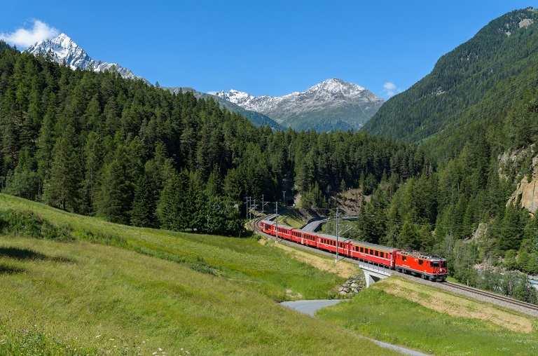 Đường sắt Rhaetian nối liền Thụy Sĩ và Italia