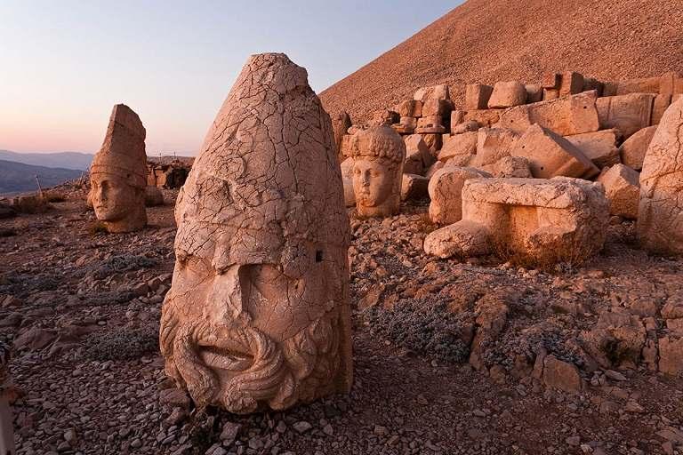 Núi Nemrut - Địa điểm du lịch Thổ Nhĩ Kỳ