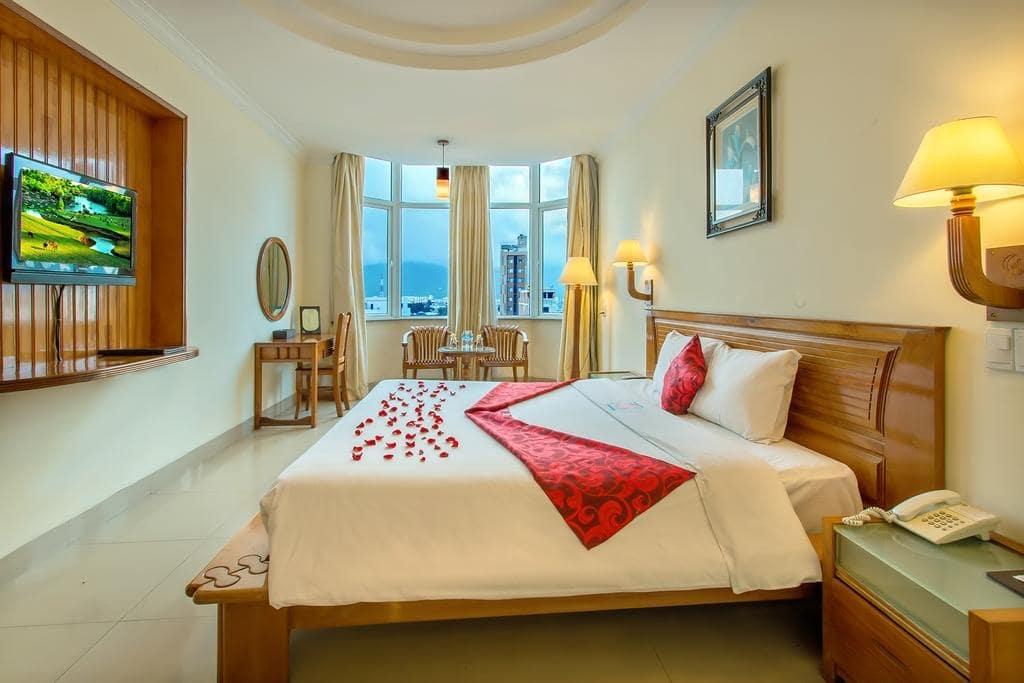Khách sạn Đà Nẵng gần biển Mỹ Khê 12