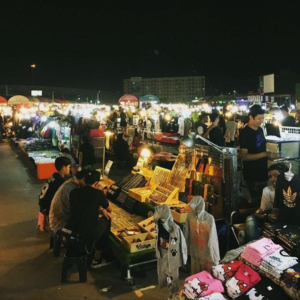 Chợ nổi tiếng nhất Bangkok